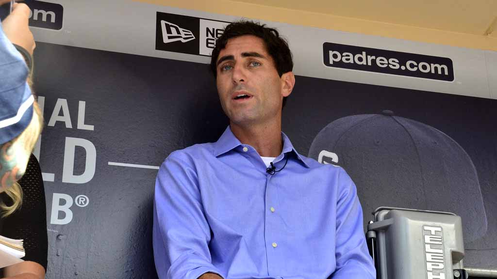 New-padres-manager-8