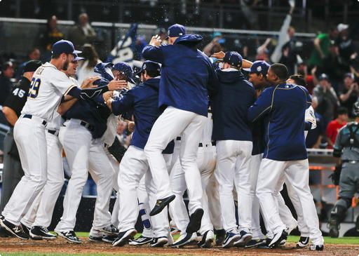 Padres-celebrate